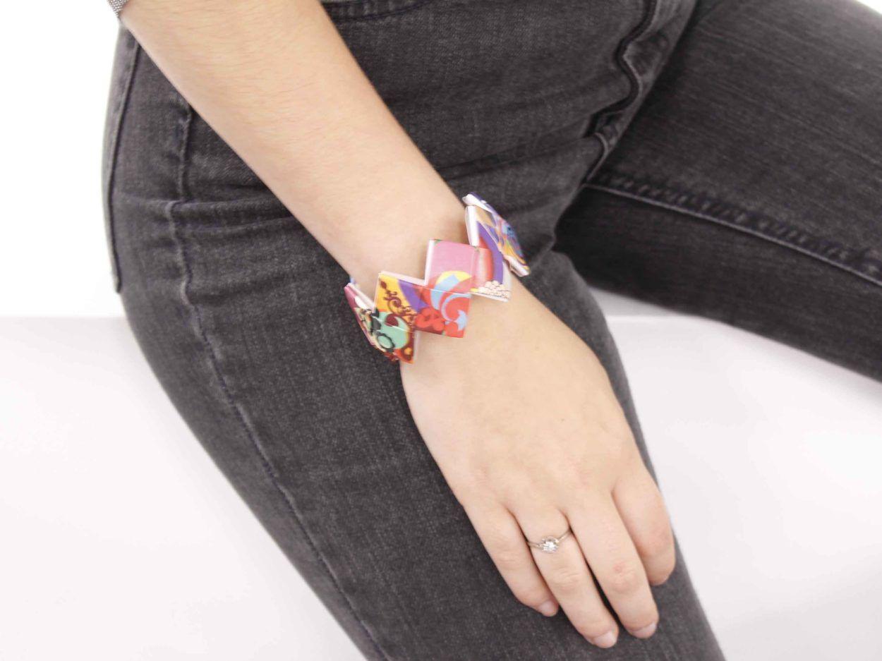 bracele-quadro-naona-situation-femme-coloré
